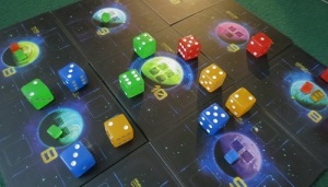 Quantum is a very pretty thing to see. (Image from Daniel Thurot - BGG)
